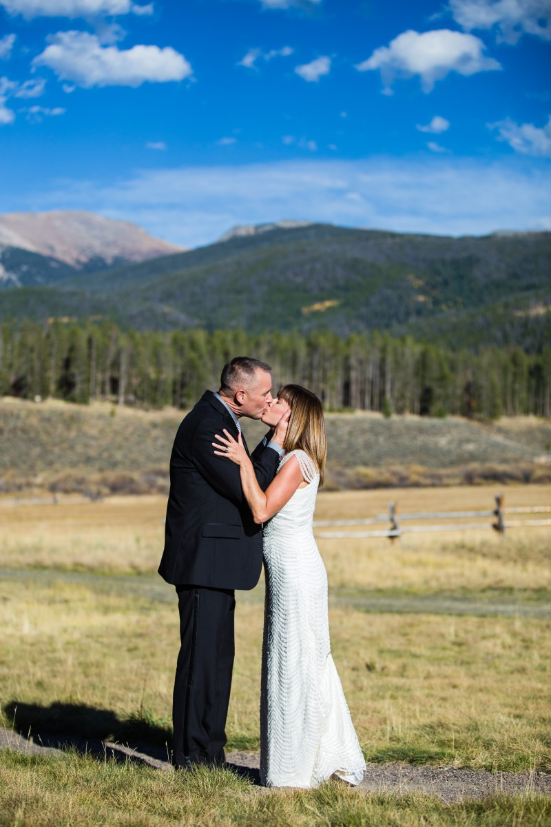 Littleton wedding photographer Colorado foothills mountains bride groom photography